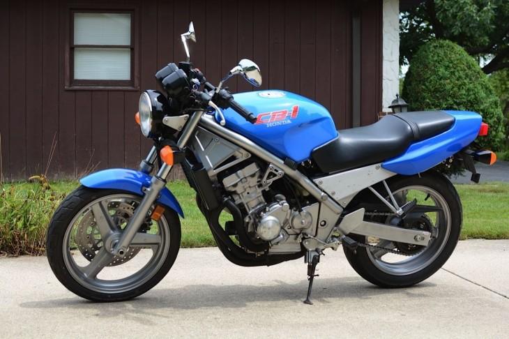 Nuevo por aquí 1990-Honda-CB1-L-Side-730x486