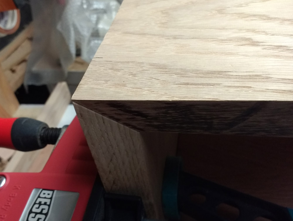 Une table basse pompée Tb_56