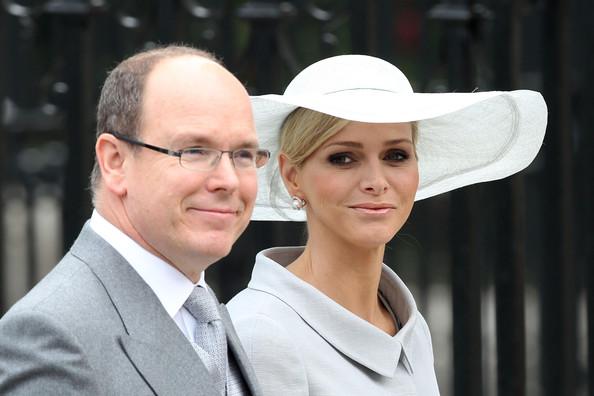 Королевская свадьба: Как Британия нарядилась к торжеству - Страница 2 Shlapki_na_korolevskoy_svadbe_ke_readmas.ru_07