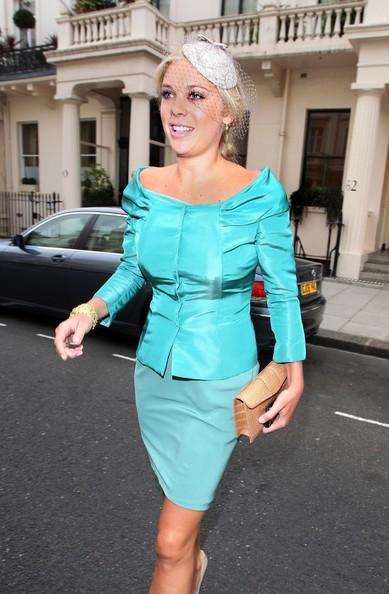Королевская свадьба: Как Британия нарядилась к торжеству - Страница 2 Shlapki_na_korolevskoy_svadbe_ke_readmas.ru_14