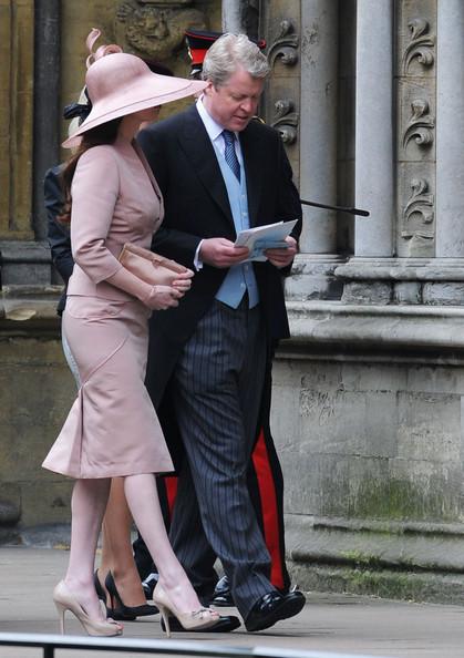 Королевская свадьба: Как Британия нарядилась к торжеству - Страница 2 Shlapki_na_korolevskoy_svadbe_ke_readmas.ru_18
