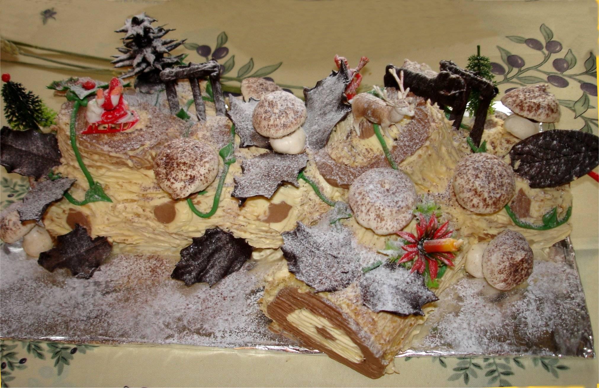 BÁNH KEM CHOCOLATE mềm hình thân cây Buche_Noel