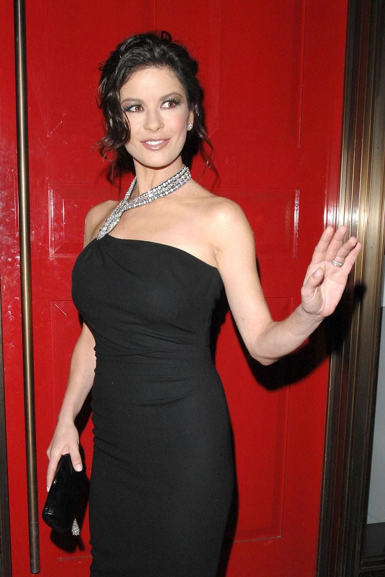 Katherine Zeta Jones - Any hand marks for Bipolar Disorder? Gallery_enlarged-0310_catherine_zeta_sydney_00