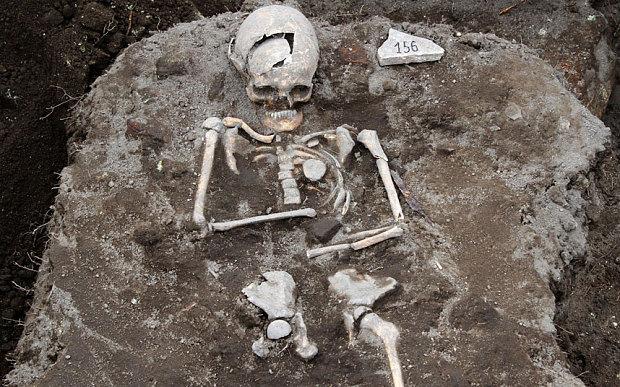 """""""Vampire grave"""" found in Bulgaria  31887Vampire__body_large"""