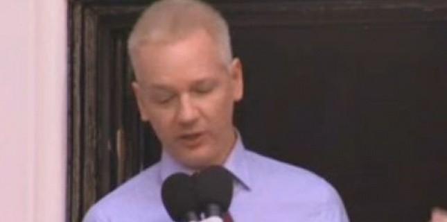 Assange réfugié a l'ambassade d'équateur 4235998