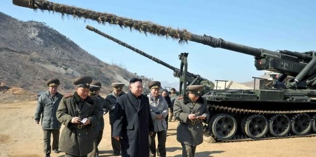 """Pyongyang menace d'une frappe nucléaire """"préventive"""" - Page 2 5521854-coree-du-nord-pyongyang-menace-directement-les-etats-unis"""