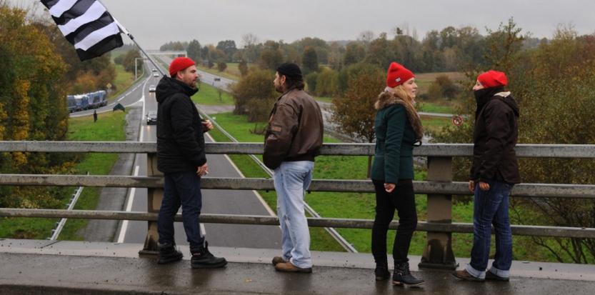 Bretagne : les Bonnets rouges à nouveau sur le pont contre l'écotaxe 6810213-bretagne-les-bonnets-rouges-a-nouveau-sur-le-pont-contre-l-ecotaxe