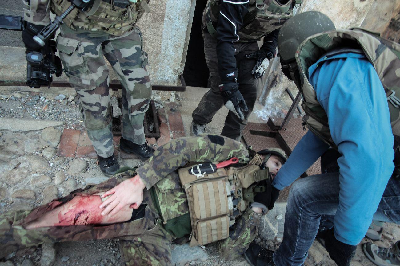 Guérilla et prise d'otages : comment l'armée forme les reporters de guerre 6864413
