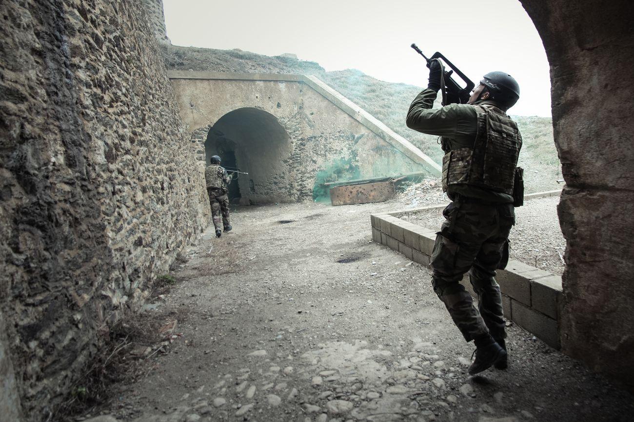Guérilla et prise d'otages : comment l'armée forme les reporters de guerre 6864427