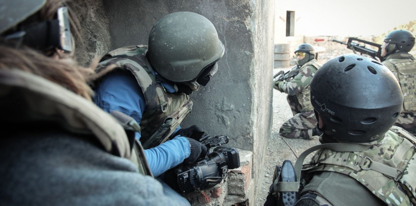 Guérilla et prise d'otages : comment l'armée forme les reporters de guerre 6864621-comment-l-armee-forme-les-reporters-de-guerre