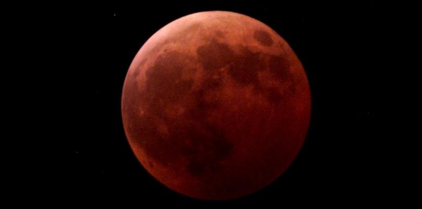 Et la Lune devint rouge pendant la nuit de l'éclipse ! Par Olivier Lascar 7212823-et-la-lune-devint-rouge-pendant-la-nuit-de-l-eclipse