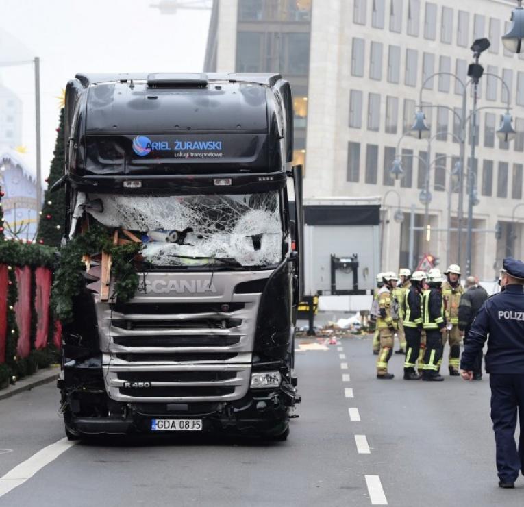 Noël  2016 - Page 2 15778056-attentat-a-berlin-le-temoin-anonyme-qui-a-permis-l-arrestation-du-chauffeur