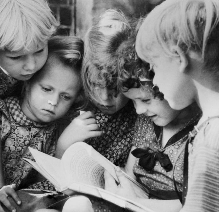 Quel livres ont marqué votre enfance ?  - Page 2 16283389-appel-a-temoignages-quel-livre-a-marque-votre-enfance