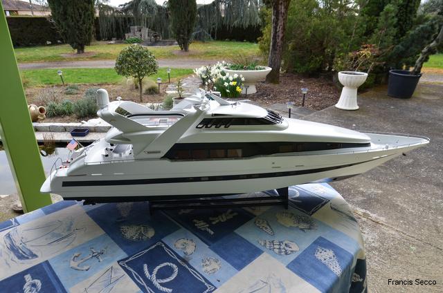 Mega-Yacht  le Moonraker de chez Graupner 20130319163503-27c57f42