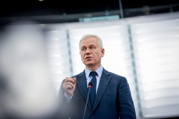 Marek Jurek  atteintes aux droit fondamentaux en France Droits-fondamentaux-France-r%C3%A9solution-Parlement-europ%C3%A9en-Marek-Jurek-e1520530786665