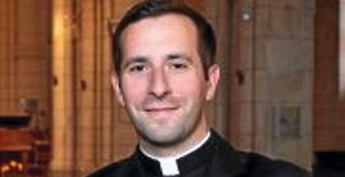 Michel blogue avec/Jean-Eric Guindon/Sujet/Un prêtre sans col romain c'est comme un taxi sans insigne/ 2439630943
