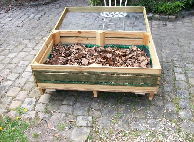 Garnir les cabanes : mousse ou feuilles mortes ? 1334068718-1000666