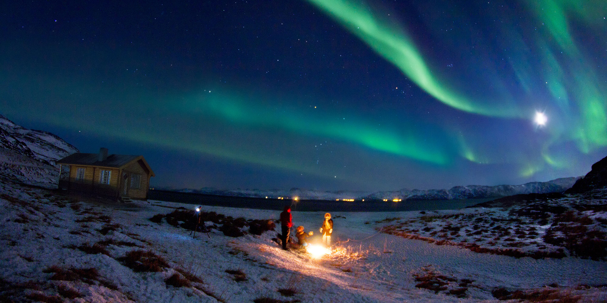Роскошные пейзажи Норвегии - Страница 4 Northern_lights_hammerfest_northern_norway_2_1_f1196ca4-8214-42a9-90fa-b3c9ca9adbef