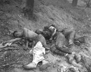 l'inde nouveau joueur ?  756px-Wounded_North_Korean_troops_awaiting_medical_attention_HM-SN-98-06783.JPEG-300x238