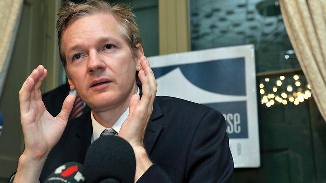 JULIAN ASSANGE - WikiLeaks 'editor-in-chief': from geek to freedom fighter! 948628-julian-assange