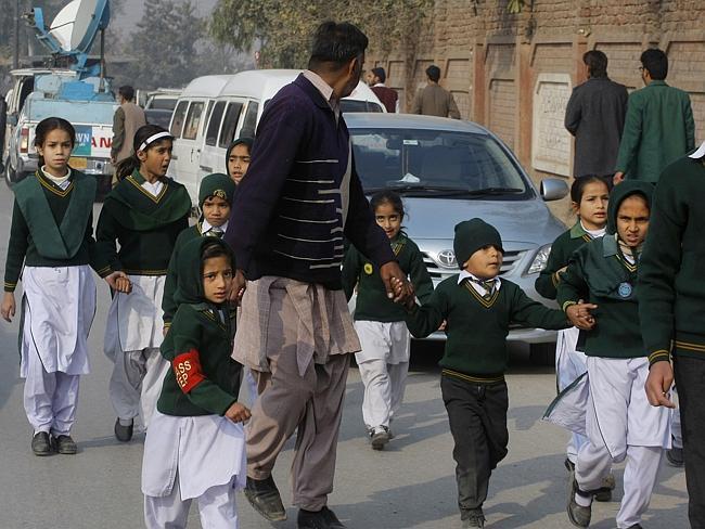 பாகிஸ்தான் பள்ளியில் பயங்கரவாத தாக்குதலுக்கு 132 குழந்தைகள் பலி 680748-af81bf22-850e-11e4-917d-bf0f063a4996