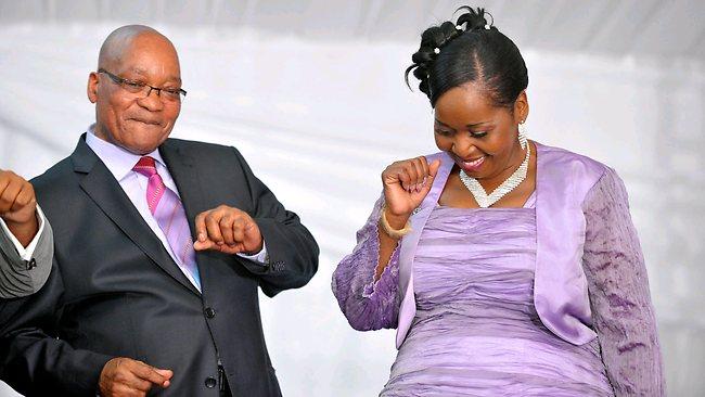 يالصور // زواج رئيس جنوب أفريقيا للمرة السادسة وهو يرتدى زي محاربى الزولو 326805-safrica-politics-zuma-wives