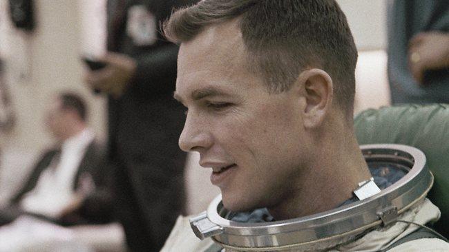 Bétises de Journalistes sur la disparition de Neil Armstrong 181186-neil-armstrong