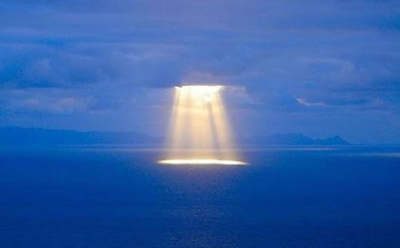 Les OVNIS, la vérité nous pend au nez Best_ufo_sept_2012-580x360