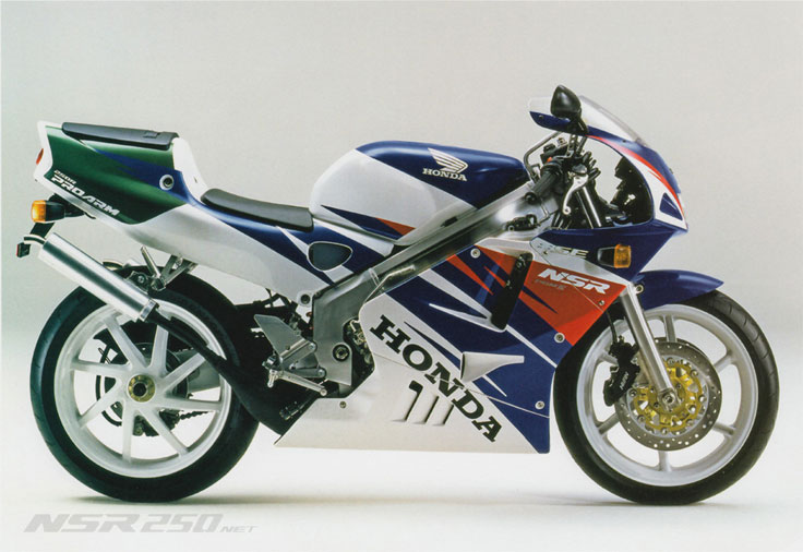 Si tuviera dinero sin duda, esta estaba aparcada al lado de mi gloriosa bandit  1994_NSR250R_SE_BLUE_WHITE