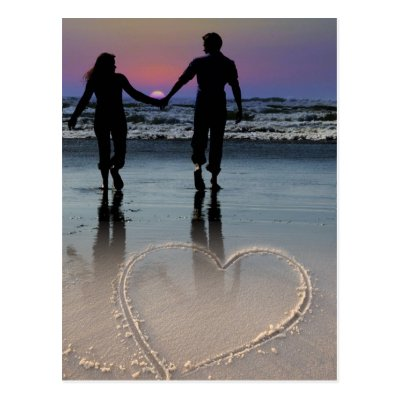 حبيبتى من تكـــــــــون Lovers_holding_hands_walking_into_the_beach_sunset_postcard-p239798471076757034trdg_400