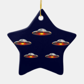 Conte de Noël Ufo_flying_saucers_christmas_ornament-r1b95435cc1da4ea4aff13cb87ab6a004_x7s2g_8byvr_324