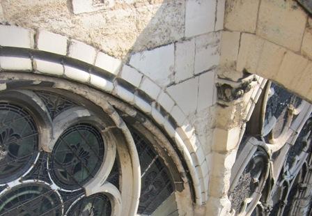 Travaux de la rose sud de la basilique 20100312-BSD_before_3109