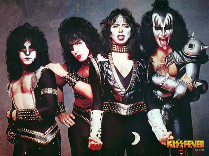 1982/1983 MASKED - Page 3 Kiss12