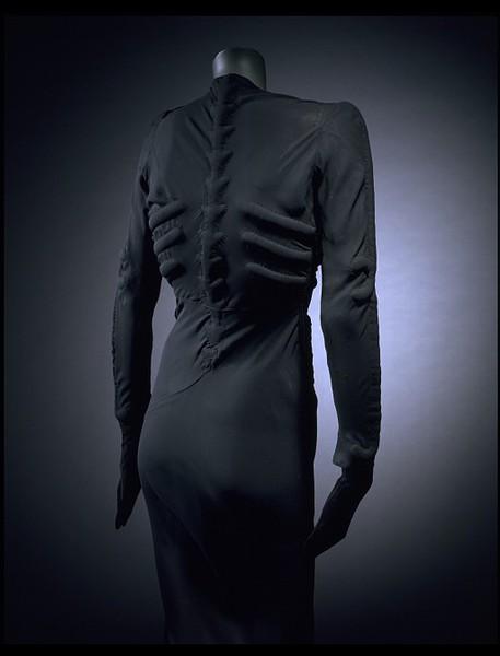 [Jeu] Association d'images - Page 6 Skeleton-Dress_04