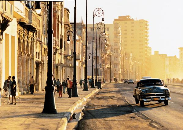 Fotografije glavnih gradova sveta - Page 2 The-Malecon-Havana-Cuba