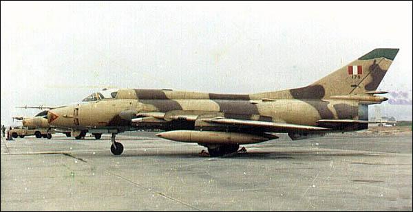 Topic des bases de l'armée de l'air/US air force etc... - Page 8 Su-22peru