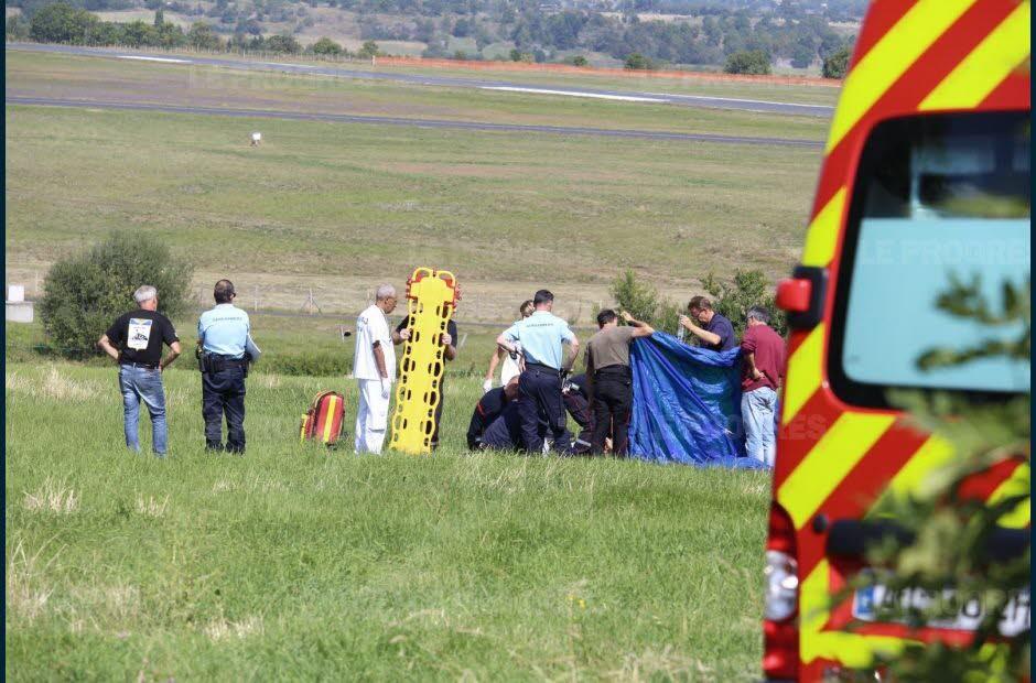 Un parachutiste clermontois de 50 ans a raté son atterrissage, samedi à midi, près de l'aérodrome de Loudes. Il est gravement blessé. Photo-remi-barbe-1473520216