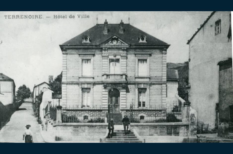 Bâtiment Martine 25/01/2016 trouvé par Snoopie L-hotel-de-ville-terraneen-a-ete-le-premier-batiment-administratif-important-construit-dans-la-commune-photo-d-archives-dr-1479278308