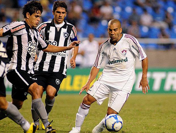 Árbitro garfa Botafogo e garante empate no Engenhão Emerson_pho_60