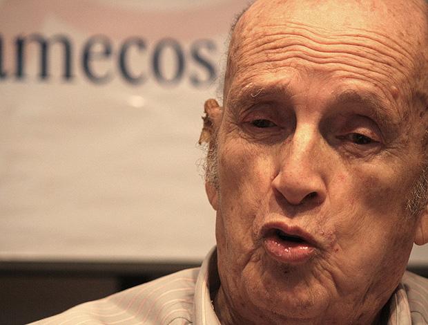 Morre o radialista Luiz Mendes, o 'comentarista da palavra fácil' Luizmendes_flick02