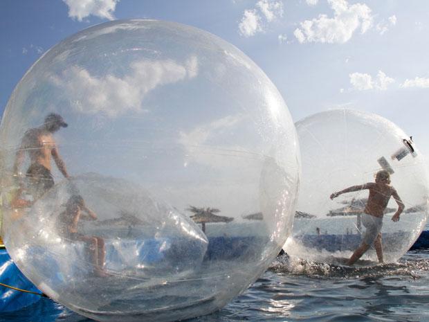 Imagens [Interessantes] Caminhar sobre àgua é possivel... Bolha620dupla