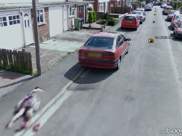 'Google Street View' flagra corpo em calçada, mas era só menina brincando Untitled-8