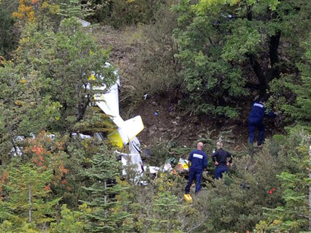 Queda de avião mata campeão de acrobacias aéreas e família na França 2_