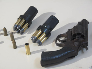 Photo's of mass murderer's weapons - Page 2 Arma1_thamine