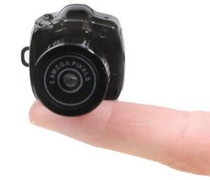 Os 10 gadgets de viagem mais bizarros A97910_travel_3-tiny-camera2