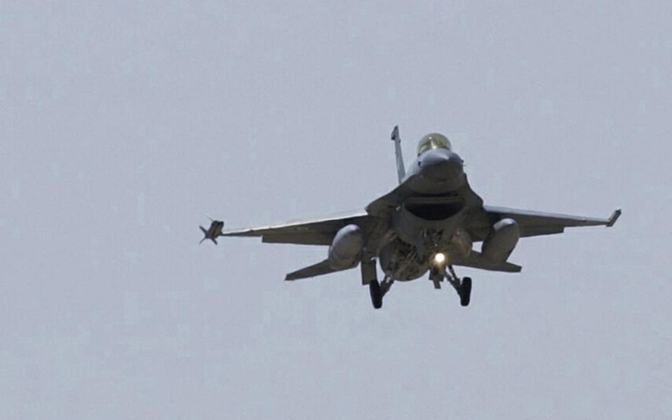 Bulgaria compra F-16 a Grecia 11s1f16100-thumb-large
