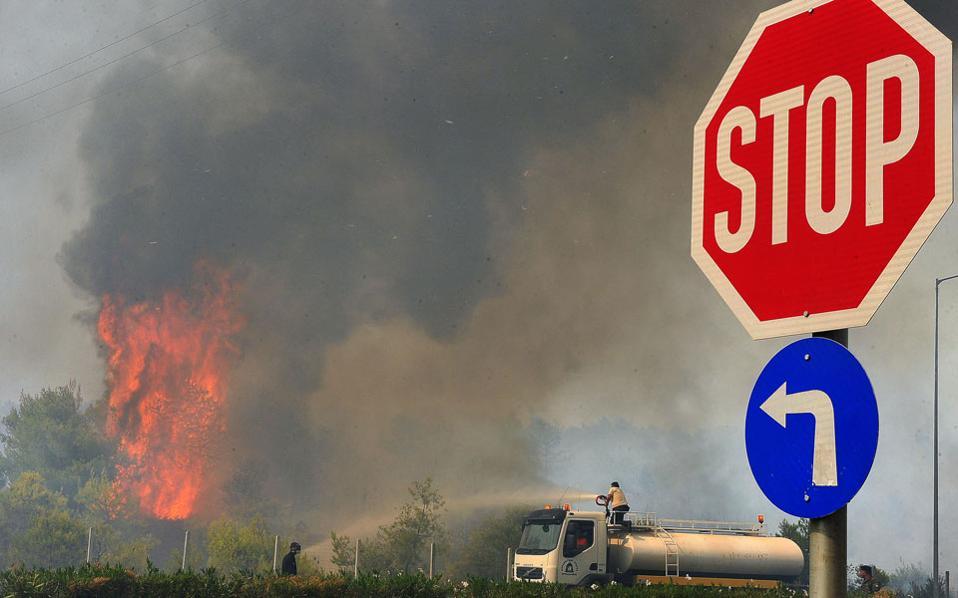 Σε εξέλιξη πυρκαγιές σε Εύβοια, Ρόδο και Ηλεία Pyrkagialoutraki-thumb-large