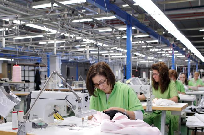 "Imperialismo: Inditex Zara, esclavitud ""fashion"".  Zara-costurera-2"