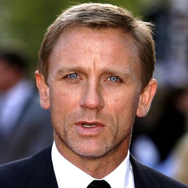 PEINTURE : visage d un acteur a l acrylique  Daniel-craig-2509150_1350