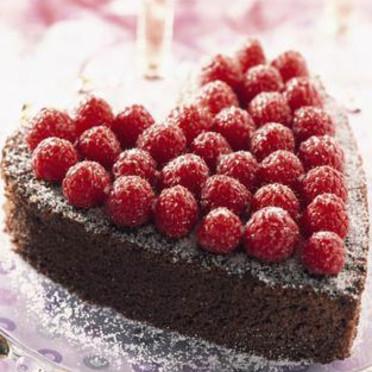 C'est mon annif, j'ai 4 ans Gateau-coeur-au-chocolat-et-aux-framboises-2463690_1350